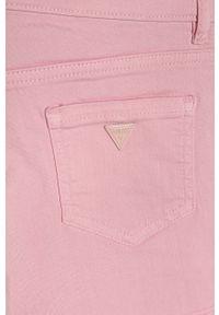 Różowe spodenki Guess Jeans na co dzień, casualowe