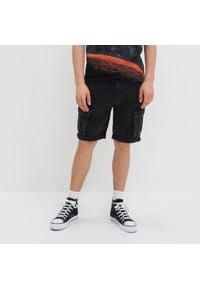 House - Jeansowe szorty z kieszeniami cargo - Czarny. Kolor: czarny. Materiał: jeans