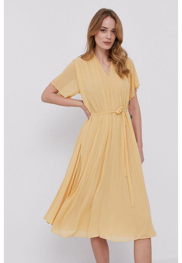 Samsoe & Samsoe - Samsoe Samsoe - Sukienka. Kolor: żółty. Materiał: poliester. Długość rękawa: krótki rękaw. Typ sukienki: plisowane