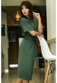 BE - Komfortowa ołówkowa sukienka damska. Materiał: bawełna, dzianina, materiał, elastan. Typ sukienki: ołówkowe. Styl: elegancki