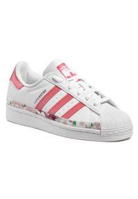 Adidas - Buty adidas - Superstar J FY5373 Ftwwht/Hazros/Hazros. Zapięcie: pasek. Kolor: biały. Materiał: skóra. Szerokość cholewki: normalna. Wzór: kwiaty, paski. Styl: klasyczny, młodzieżowy