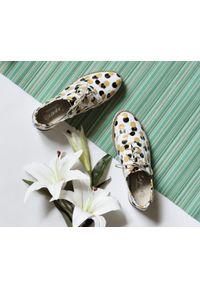 Żółte półbuty Zapato w kropki, wąskie