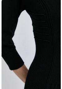 TwinSet - Twinset - Sukienka. Kolor: czarny. Materiał: dzianina. Wzór: gładki. Typ sukienki: dopasowane