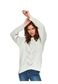TOP SECRET - Luźny sweter z ozdobnym splotem. Okazja: na co dzień. Kolor: zielony. Materiał: dzianina. Długość rękawa: długi rękaw. Długość: długie. Wzór: ze splotem. Sezon: wiosna. Styl: casual