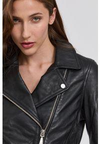 Guess - Ramoneska skórzana. Okazja: na co dzień. Kolor: czarny. Materiał: skóra. Styl: casual