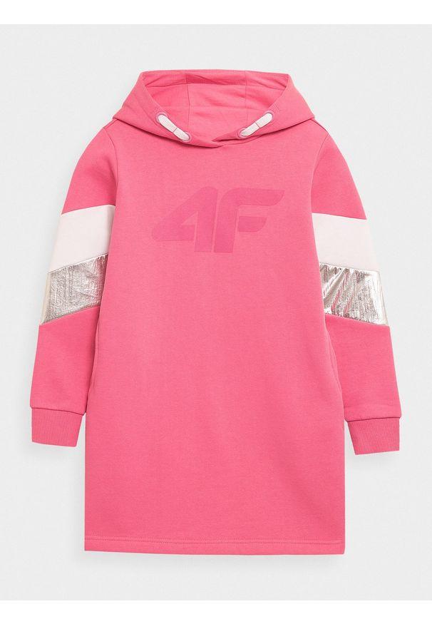 4f - Sukienka dresowa dziewczęca. Okazja: na co dzień. Typ kołnierza: kaptur. Kolor: różowy. Materiał: dresówka. Typ sukienki: proste. Styl: casual