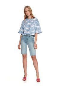 TOP SECRET - Denimowe szorty damskie przed kolano. Okazja: na plażę. Kolor: niebieski. Materiał: tkanina, jeans. Sezon: lato. Styl: sportowy, klasyczny