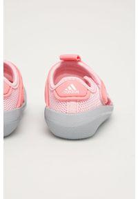 Różowe sandały Adidas na rzepy, z okrągłym noskiem