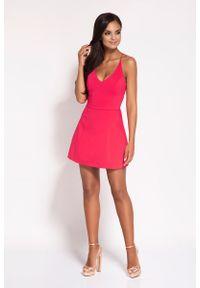 Dursi - Malinowa Rozkloszowana Sukienka z Głębokim Dekoltem. Kolor: różowy. Materiał: bawełna, nylon, elastan