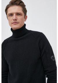 C.P. Company - Sweter wełniany. Okazja: na co dzień. Typ kołnierza: golf. Kolor: czarny. Materiał: wełna. Długość rękawa: długi rękaw. Długość: długie. Styl: casual