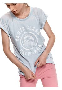 TOP SECRET - T-shirt z nadrukiem. Kolor: niebieski. Materiał: tkanina, bawełna. Długość rękawa: krótki rękaw. Długość: krótkie. Wzór: nadruk. Sezon: lato