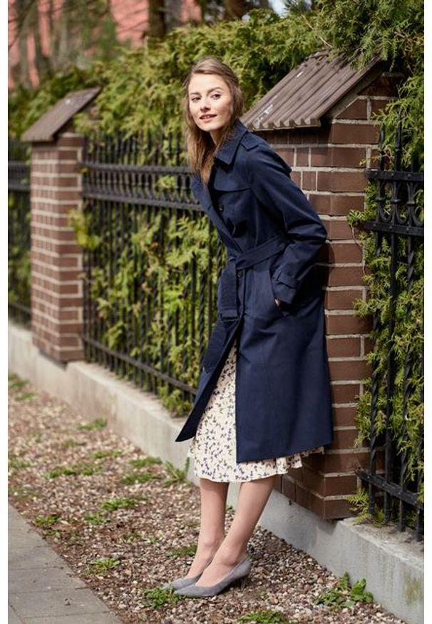 Marie Zélie - Trencz Adria bawełna z elastanem granatowy. Kolor: niebieski. Materiał: bawełna, elastan. Sezon: lato. Styl: klasyczny
