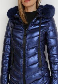Born2be - Granatowa Kurtka Diomaera. Kolor: niebieski. Materiał: tkanina, futro. Długość: długie. Wzór: aplikacja. Styl: klasyczny