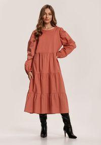 Renee - Ceglasta Sukienka Kelera. Kolor: czerwony. Długość: midi