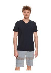 TOP SECRET - T-shirt krótki rękaw męski z aplikacją. Okazja: na co dzień. Kolor: niebieski. Materiał: bawełna, tkanina. Długość rękawa: krótki rękaw. Długość: krótkie. Wzór: aplikacja. Styl: casual