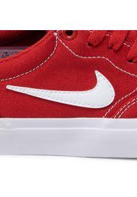 Czerwone buty sportowe Nike z cholewką