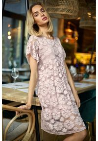 MOE - Koronkowa trapezowa sukienka na wyjątkowe okazje. Materiał: koronka. Wzór: koronka. Typ sukienki: trapezowe. Długość: mini