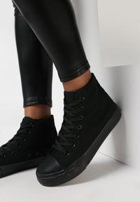 Born2be - Czarne Trampki Nonagina. Nosek buta: okrągły. Zapięcie: sznurówki. Kolor: czarny. Szerokość cholewki: normalna. Wzór: aplikacja. Wysokość cholewki: za kostkę. Materiał: jeans, materiał, guma. Obcas: na płaskiej podeszwie. Styl: klasyczny