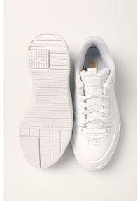 Białe buty sportowe Puma z cholewką, na sznurówki, z okrągłym noskiem