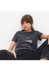 Szary t-shirt Mohito z nadrukiem #1