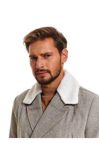 TOP SECRET - Płaszcz typu bosmanka ze sztucznym futrem. Kolor: szary. Materiał: futro. Długość: krótkie. Wzór: jodełka. Sezon: zima. Styl: klasyczny, wizytowy, elegancki #4