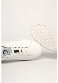 Białe sneakersy Diesel z okrągłym noskiem, na sznurówki