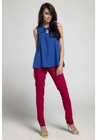 Nommo - Kobaltowa Zwiewna Bluzka bez Rękawów z Dekoracyjnym Wiązaniem. Kolor: niebieski. Materiał: wiskoza, poliester. Długość rękawa: bez rękawów