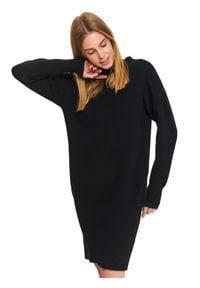 TOP SECRET - Sukienka swetrowa z bufiastymi rękawami. Okazja: do pracy. Typ kołnierza: kołnierzyk stójkowy. Kolor: czarny. Materiał: dzianina. Długość rękawa: długi rękaw. Sezon: zima, wiosna, jesień. Długość: maxi