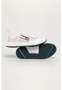 Białe buty sportowe Tommy Jeans na sznurówki, na średnim obcasie, z cholewką
