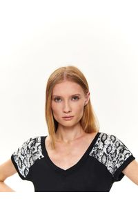 Czarna bluzka TOP SECRET z krótkim rękawem, z dekoltem w kształcie v, casualowa