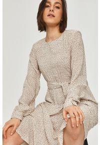 Kremowa sukienka Answear Lab wakacyjna, w grochy
