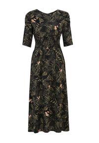 Czarna sukienka TOP SECRET z dekoltem w łódkę, na wiosnę