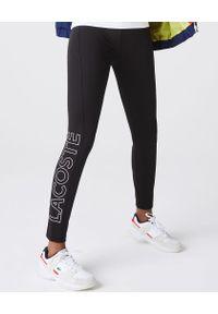 Lacoste - LACOSTE - Czarne legginsy z kontrastowym logo. Stan: podwyższony. Kolor: czarny. Styl: sportowy