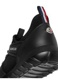 MONCLER - Czarne sneakersy Emilien. Kolor: czarny. Materiał: syntetyk, materiał. Szerokość cholewki: normalna. Wzór: nadruk