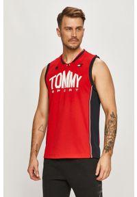 Czerwony t-shirt Tommy Sport na co dzień, z nadrukiem