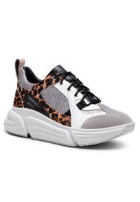 Clarks - Sneakersy CLARKS - Tricomet Lace 261556804 Leopard Print. Okazja: na co dzień. Materiał: skóra, zamsz. Szerokość cholewki: normalna. Wzór: nadruk. Sezon: lato. Obcas: na płaskiej podeszwie. Styl: casual