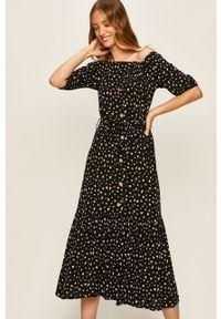 Czarna sukienka Answear Lab z dekoltem typu hiszpanka, rozkloszowana