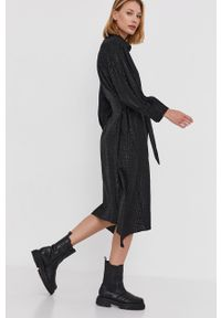 Answear Lab - Sukienka. Okazja: na co dzień. Kolor: czarny. Materiał: tkanina. Typ sukienki: proste, rozkloszowane. Styl: wakacyjny