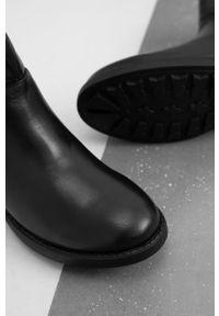 Answear Lab - Sztyblety skórzane. Nosek buta: okrągły. Kolor: czarny. Materiał: skóra. Styl: wakacyjny
