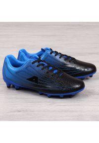 Korki piłkarskie męskie czarno niebieskie American Club. Kolor: wielokolorowy, niebieski, czarny. Materiał: skóra ekologiczna. Sport: piłka nożna