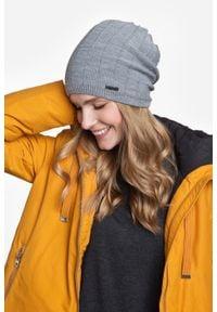 Zimowa czapka damska PaMaMi - Pomarańczowy. Kolor: pomarańczowy. Materiał: akryl. Sezon: zima