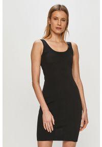 Czarna sukienka Guess na co dzień, gładkie, na ramiączkach