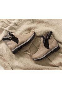 Zapato - ocieplane botki - skóra naturalna - model 485 - kolor cappuccino. Okazja: na co dzień, na spacer. Zapięcie: bez zapięcia. Materiał: skóra. Szerokość cholewki: normalna. Wzór: nadruk, kolorowy. Sezon: jesień, zima. Obcas: na płaskiej podeszwie. Styl: sportowy, klasyczny, elegancki, casual