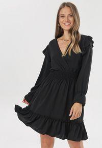Czarna sukienka mini Born2be