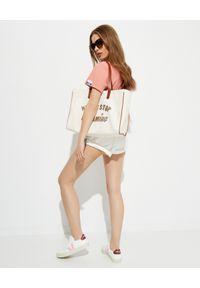 GOLDEN GOOSE - Bawełniany t-shirt z napisem. Kolor: różowy, wielokolorowy, fioletowy. Materiał: bawełna. Wzór: napisy. Styl: klasyczny