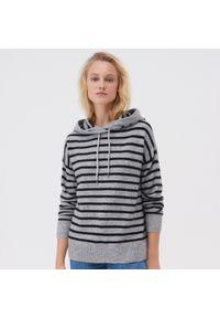 Sweter Sinsay z kapturem