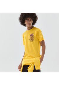 Cropp - Koszulka z nadrukiem - Żółty. Kolor: żółty. Wzór: nadruk