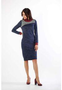 Nommo - Granatowa Sukienka z Golfem z Kolorowymi Wstawkami. Typ kołnierza: golf. Kolor: niebieski. Materiał: wiskoza, poliamid, poliester. Wzór: kolorowy