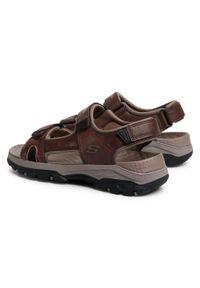 Brązowe sandały skechers na lato, klasyczne