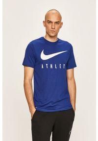 Niebieski t-shirt Nike z okrągłym kołnierzem, na co dzień, z nadrukiem, casualowy